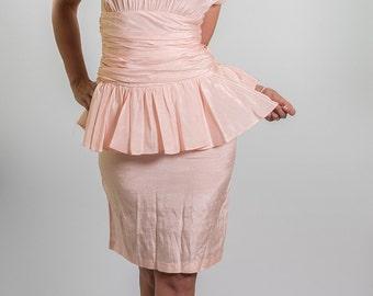 Vintage Peach Ruched Peplum Waist Dress (Size Small)