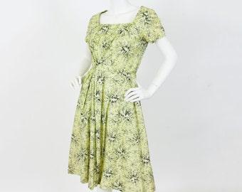1950's Vintage Floral Polished Cotton Built in Crinoline Summer Dress Sz XS S