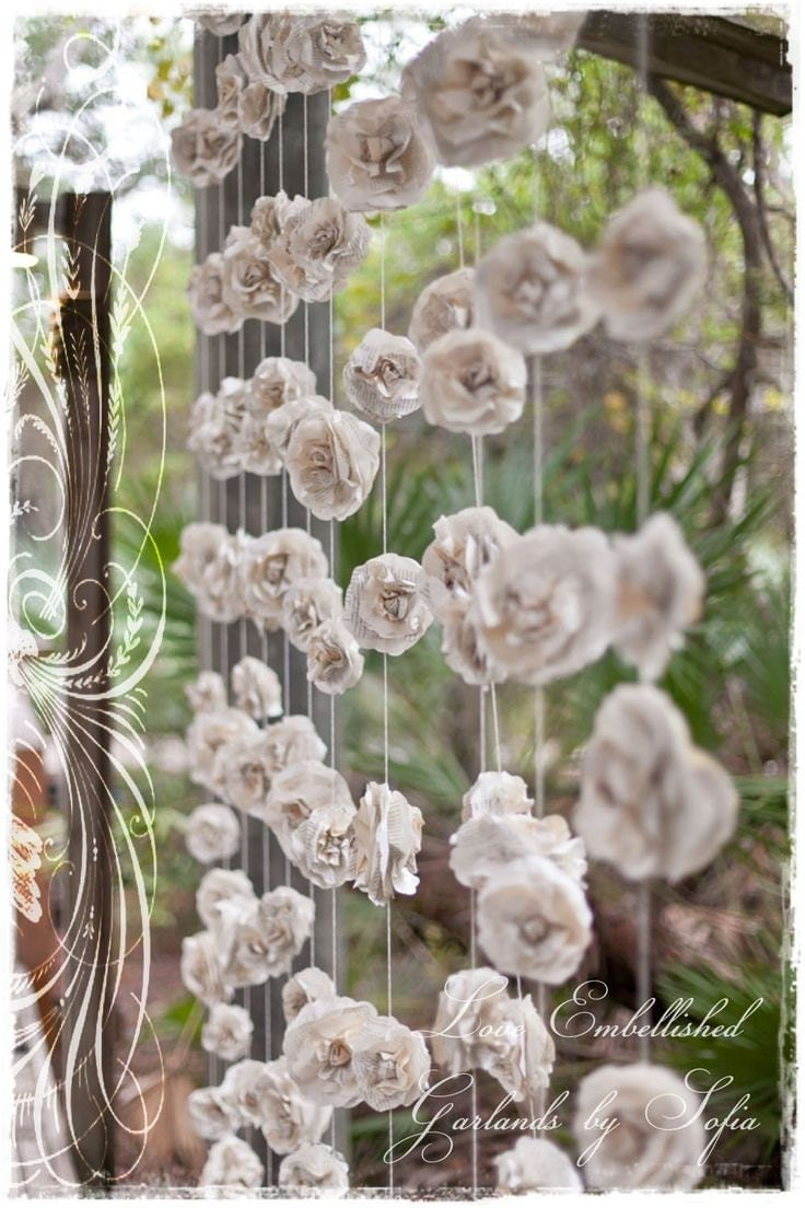 Curtain of twelve 10 ft long individual rustic paper flowers for Decoration avec des roses