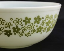 Spring Blossom Green or Crazy Daisy Pyrex Mixing Bowl - White with Green Flowers - Large 4 Quart #404