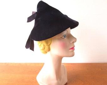 Vintage Pixie Hat / 1930s Hat / Velvet Hat