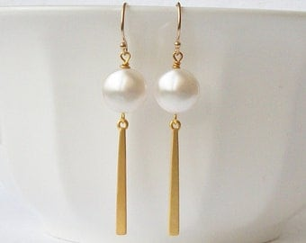 White Modern Pearl Earrings, Bridesmaid Jewelry Gift, Pearl Dangle Drop Earrings
