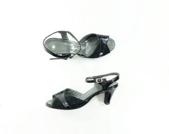 1970s Vintage Sandal, 70s Black Sandal, 70s Slingback Heels, Patent Leather, Suede Leather Heels, White Carpet Shoes, Size 8