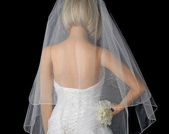 """Lovely ivory pencil edge two layer bridal veil 30"""" X 36"""" on comb"""