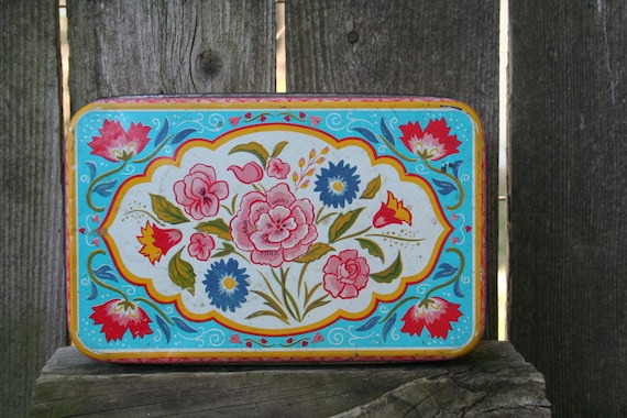 Vintage Shabby Chic / Cottage Chic Floral Tin