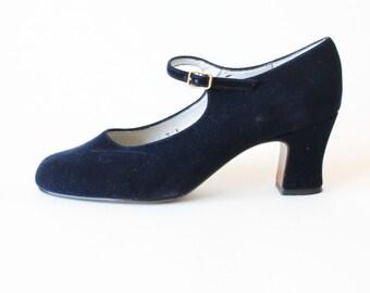 Vintage 1990s Navy Velvet Mary Jane Heels, size 8.5