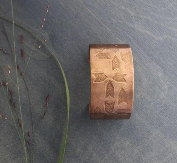 Arrows Cuff Bracelet Large Bronze Metal Geometric Arrows Ethnic Tribal Contemporary Simple Unisex Design Warm Earth Tone Neutral Boho Chunky