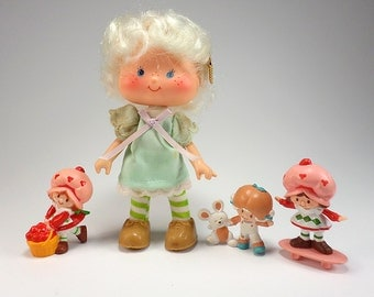 1979 Angel Cake Scented Doll with (3) Figures by Kenner, Strawberry Shortcake, American Greetings