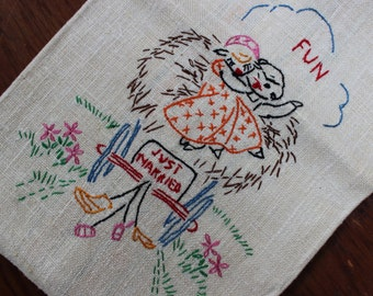 Tea Towel linen Just Married Anthropomorphic Bride and Groom hand embroidered Unused VINTAGE by Plantdreaming