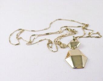 Vintage Liz Claiborne Long Gold Tone Pendant Necklace (N-4-1)