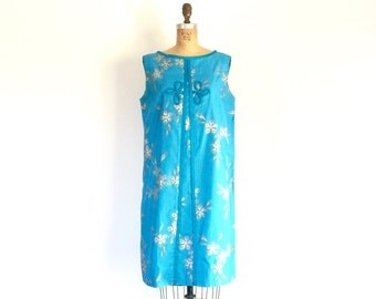 1960s Vintage Blue Hawaiian Dress Floral Print Sleeveless Mod Shift Dress L/XL