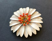 White Daisy Brooch, Vintage Flower Brooch, Enamel Flower Brooch, Flower Pin, Daisy Pin, Flower Jewelry, Daisy Jewelry, Summertime Brooch