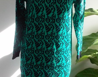 80s SPINNERS-- Teal and Black Graphic Print Sweater Dress--Acrylic--Soft and Stretchy and Cozy--Size 10