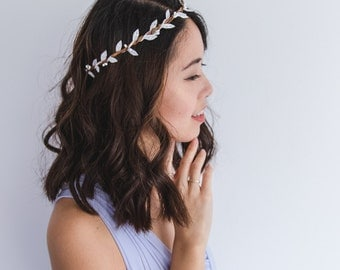 simple minimalist white flower crown // wedding berry leaf bridal floral headpiece, bridesmaid crown, versatile basic elegant