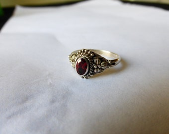 VINTAGE STERLING  GARNET   Ring  with Beading   Size   6