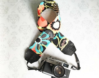DSLR Camera Strap, Padded with 2 Lens Cap Pockets, Nikon, Canon, DSLR Photography, Photographer Gift, Wedding - Retro Flowers