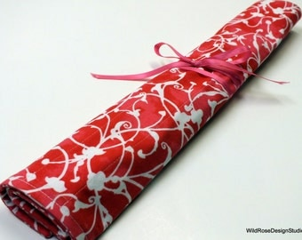 Large Organizer Roll in Hot Pink & White Print for Knitting Needles or Paint Brushes // 28 Pockets