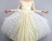 Enchanting Vintage 50s LACE Tiered Tulle WEDDING Dress Bridal Gown  // Vintage Wedding dress by TatiTati Style on Etsy