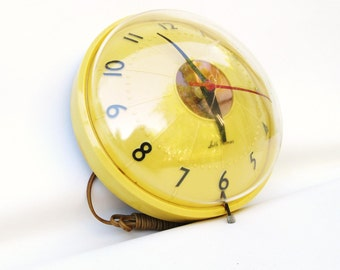 Mid Century Seth Thomas Wall Clock, Bubble Clock, Yellow Kitchen, Atomic Age, Movie Prop - Display Only