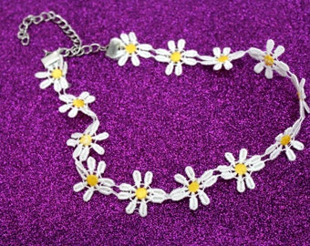 Daisy Choker / 90s / Flower Necklace / Chokers / Grunge / Kitschy / White Choker / 90s Choker / Choker Necklace