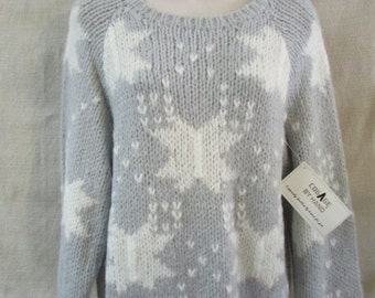 Collage by Hand  Light Grey and White Hand Knit Sweater  NWT Old Stock 1980's