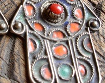 Tarnished enamel Moroccan  hand  hamsa khamsa charm pendant (code2)