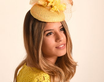 Wedding hat / Kate Middleton hat / Elegant yellow cocktail hat / UK Ascot hat / stylish summer wedding hat / Derby hat / yellow fascinator