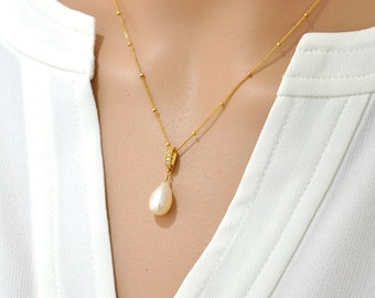 Freshwater Pearl necklace - White Pearl Gold Necklace, June Birthstone jewelry. Wedding, White stone Necklace, Classy and Fabulous