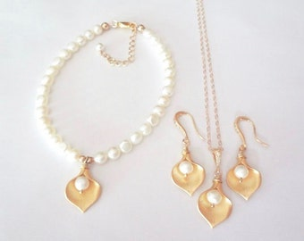 Gold calla lily set - Necklace Earrings and bracelet - 3 piece set ~ Freshwater pearls,Gold filled, Bridal jewelry set, High quality, Gift