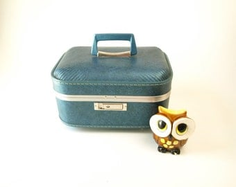 Locking Vintage 60s blue vinyl train cosmetics make up case with 2 keys