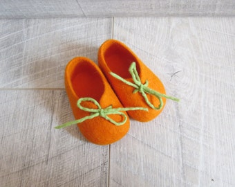 Felted baby shoes, Newborn booties, Natural wool booties