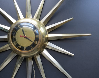 Vintage Starburst Clock // United Gold Metal Starburst Sunburst Wall Clock Mid Century Modern Home Decor Brass Style Worn Tarnished Finish