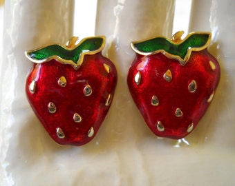 Vintage Strawberry Clip on Earrings, Red Enamel Strawberry Earrings, Retro Fruit Earrings, Bright Red Berry Jewelry, Summer Clip Ons