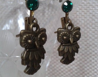 Minimalist Jewelry Wide Eyed Owl Dangle/Drop Earring with Emerald Rhinestone and Antique Bronze Lobster Ear Loop Jewelry