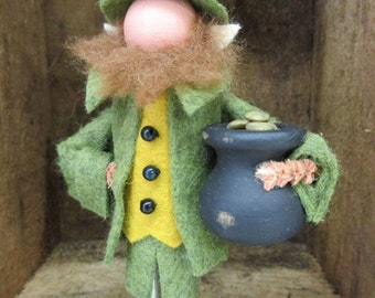 Handmade Leprechaun Ornament from Clothespin and Wool Felt, Clothespin Doll, St. Patrick's Day