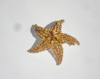 Vintage Gold Coro Starfish Pin - Gold Tone Brooch - Costume Jewelry  1960s 3638