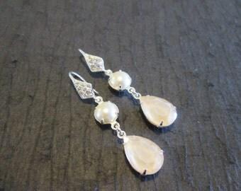 SALE-New Ivory Cream Swarovski Crystal Pearl Drop Earrings/Bridesmaid Earrings/Cream Crystal and Pearl Earrings/Cream  Pearl Earrings/Bridal