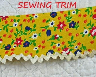 1 YARD, 1950s Vintage, YELLOW Calico Bias Sewing Trim, Flower Cotton Print, Rick Rack Edge, 2-1/2 Inch Wide, L144