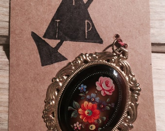 Retro 1980s Black Floral Pendant with Ornate Gold Detail
