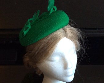 100% Merino Wool Fascinator Hat - Emerald green feather loop hat, pillbox hat, round wool fascinator