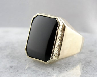 Smooth Black Onyx Ring in Vintage Etched Mounting UE0AN7-P