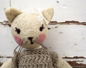 Art Teddy bear, cottage rustic ecofriendly Teddy cat, organic wool white stuffed cat, OOAK Vintage style plush toy, first puppy