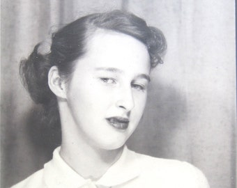 She Had Attitude - 1950's Beautiful Young Woman Looking Smug Photo Booth Photo - Free Shipping