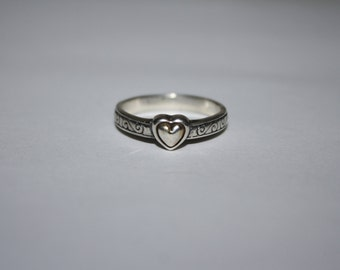 Beautiful Size 8 Vintage Sterling Silver Heart ring Etched