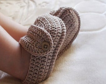 Crochet beige booties crochet baby shoes gift for newborn baby shower gift for baby clothes crib shoes baptism shoes cotton booties