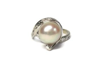 Vintage 10K White Gold Cultured Pearl Ring Size 4