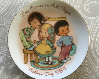 "Mother's Day 1984 plate ""Love comes in all sizes"" from Avon"