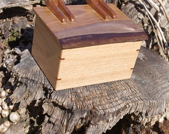 Red Oak Box – Live Edge Lid – Handmade Walnut Hinges