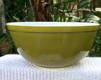 "Pyrex ""Verde"" Mixing Bowl # 403 2 1/2 qt Avacado/Olve Green"