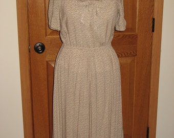 REDUCED!!!  Women's Vintage-Style Dress, Size Medium, Rayon Dress, 1940's style, FREE SHIPPING